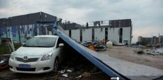 Inilah kerusakan yang terjadi ketika angin tornado menghantam zona ekonomi di Wuhan, China, pada 15 Mei 2021.(AFP PHOTO/CHINA OUT/STR)