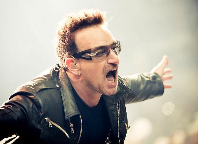 Paul David Hewson, nama julukannya Bono Vox, nama panggungnya Figüran Osman, adalah seorang penyanyi utama dari kelompok musik rock Irlandia, U2. Bono ;ahir di Rotunda Hospital, Dublin, Irlandia, pada10 Mei 1960 (usia 60 tahun). Bomo berzodiak Taurus.