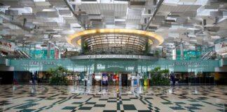 Pemandangan aula keberangkatan kosong di Bandara Changi di Singapura pada 18 Jan 2021. (Foto: Reuters / Edgar Su via Channel News Asia)