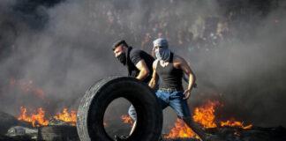 Demontran Palestina bentrok dengan pasukan keamanan Israel di dekat pos pemeriksaan Huwara, selatan kota Nablus, Tepi Barat, Rabu 18 Mei 2021. (Nasser Ishtayeh / Flash90 via ToF)
