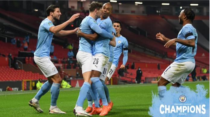 Kapten Manchester City Fernandinho (tengah kanan). Foto: mancity.com
