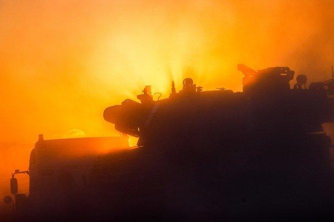 Sebuah ledakan menerangi langit setelah serangan udara Israel di Beit Lahia di Jalur Gaza utara pada 14 Mei 2021. (File / AFP)
