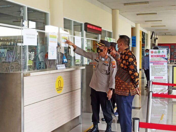 Kapolres Tanjungpinang lakukan pengecekan kesiapan Pos Pelayanan Terpadu Pengawasan Arus Mudik Lebaran 1442 H Tahun 2021 di wilayah Kota Tanjungpinang, Jumat (30/04/2021)