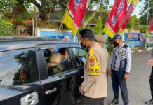 Kapolres Lumajang meninjau langsung Cek Point Sukosari dan Pos Cek Point Timbangan Klakah Kabupaten Lumajang, Rabu (12/5/2021) sore.(Foto: Humas Polres Lumajang)