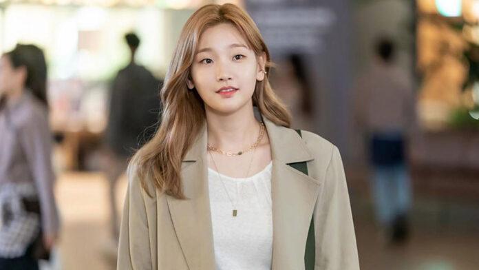 Park So-dam adalah seorang aktris Korea Selatan. Dia mendapat pengakuan populer pada tahun 2015 untuk perannya sebagai gadis sekolahan yang dirasuki iblis di The Priests, dan sebagai Eun Ha-won dalam serial televisi Korea Cinderella with Four Knights. Dia lahir pada 8 September 1991 (umur 29 tahun), atau berzodiak Virgo.