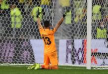 Kiper Villareal Geronimo Rulli bereaksi setelah menyelamatkan penalti dari De Gea, untuk membawa wakil Spanyol sebagai Juara Piala Eropa 2020/21. (Foto dari Uefa.com)