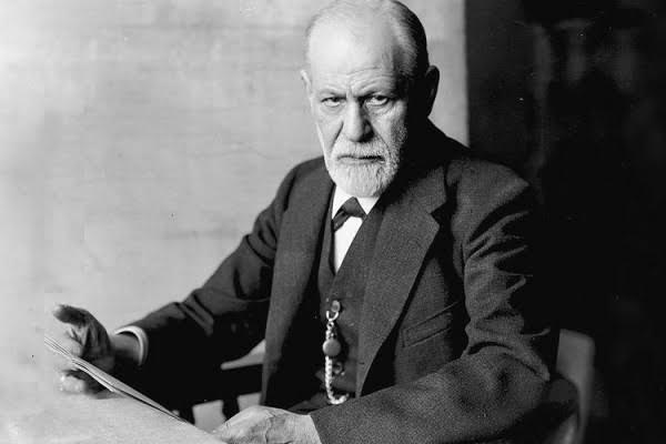 Sigmund Freud (1856-1939) adalah seorang ahli saraf berkebangsaan Austria dan pendiri psikoanalisis, metode klinis untuk mengobati psikopatologi melalui dialog antara pasien dan psikoanalis. Freud lahir dari orang tua Yahudi Galisia di kota Freiberg, Moravia, di Kekaisaran Austria. Dia lahir di Příbor, Czechia, pada 6 Mei 1856 atau berzodiak Taurus. Freud meninggal pada 23 September 1939, Hampstead, London, Britania Raya.