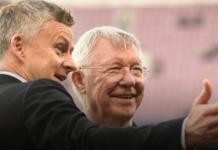 """Sir Alex Ferguson dan Ole Gunnar Solskjaer. Film """"Sir Alex Ferguson: Never Give In"""" akan dirilis pada 27 Mei 2021 di bioskop Inggris, kemudian 29 Mei 2021 di Amazon Prime Video di Inggris dan Irlandia dan tersedia untuk disewa dan dimiliki secara internasional pada 31 Mei 2021. (Foto: manutd.com)"""