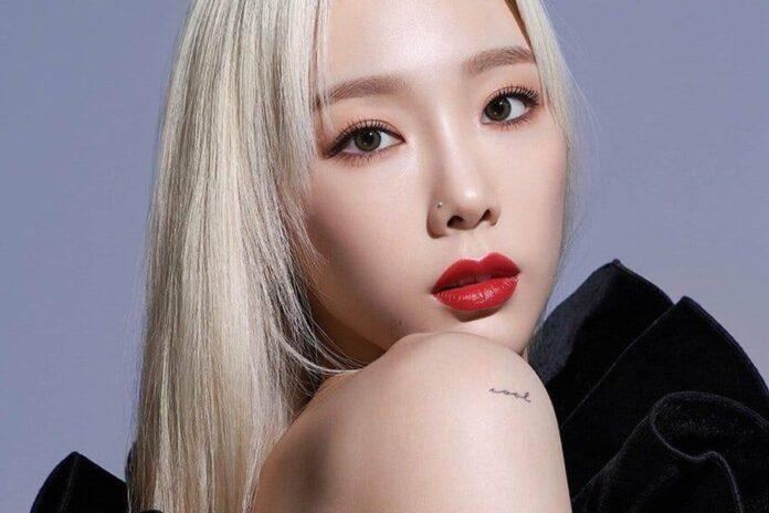 Kim Tae-yeon, yang dikenal dengan nama mononim sebagai Taeyeon, adalah penyanyi Korea Selatan. Dia memulai debutnya sebagai anggota girl grup Girls 'Generation pada tahun 2007, yang kemudian menjadi salah satu artis terlaris di Korea Selatan. Lahir di Pyeonghwa-dong pada 9 Maret 1989 (umur 32 tahun), atau berzodiak Pisces.