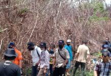Penyidik Polres Karimun melakukan olah tempat kejadian kebakaran 70 hektare lahan di Kecamatan Kundur Utara, Selasa (4/5/2021). Foto Suryakepri.com/Dok Warga