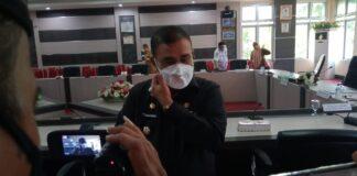 Bupati Karimun Aunur Rafiq saat memberikan keterangan pers terkait perkembangan pelaksanaan vaksinasi Covid-19, Senin (24/5/2021). Foto Suryakepri.com/YAHYA