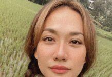 Penampilan BCL dengan Rambut Kepang Dua saat Berfoto Selfie di Tengah Sawah