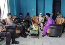 Bupati Lingga Muhammad Nizar bersama tim gabungan di Pelabuhan Jagoh, Kecamatan Singkep Barat, Kabupaten Lingga, Provinsi Kepri.