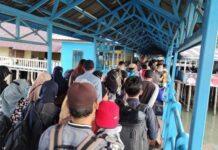 Kasus Covid-19 Lingga Terus Bertambah, Muhammad Nizar Instruksikan PPKM Skala Mikro. Foto penumpang dari Tanjungpinang ke Lingga di Pelabuhan Jagoh, Kecamatan Singkep Barat, Rabu (5/5/2021).