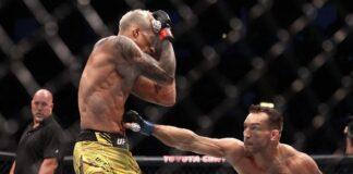 Duel Oliveira vs Chandler berlangsung sengit di UFC 262. (REUTERS/USA TODAY Sports/Troy Taormina)