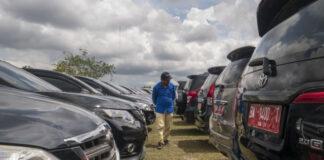 Ilustrasi Mobil Dinas Pemprov Riau (Foto Heru Maindikali)