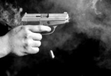 Ilustrasi menembak menggunakan revorver. foto: net