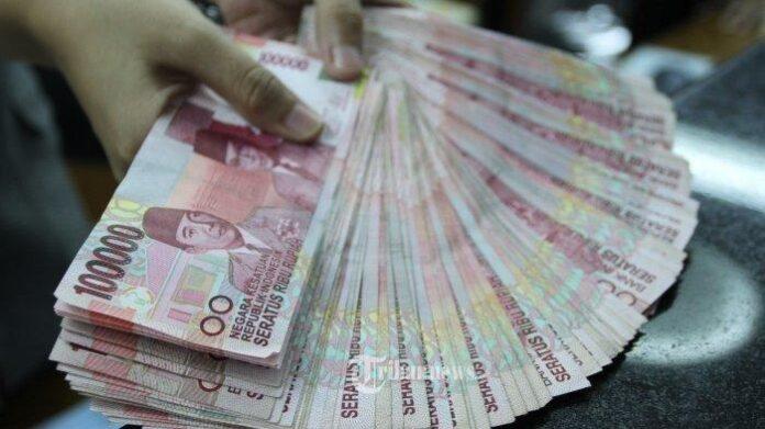 Ilustrasi uang bantuan - cek daftar penerima bantuan melalui banpresbpum.id atau eform.bri.co.id/bpum, penerima bantuan akan menerima dana sebanyak Rp 1.2 Juta.