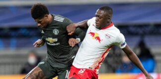 Ibrahima Konate bertarung dengan Marcus Rashford saat RB Leipzig menghadapi Manchester United di Liga Champions.