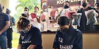 Dua pelaku pembunuh Wanita Pemandu Karaoke, Daffa Dhiyaulhaq Kurniawan (23), dan Ibnu Setiawan (19) ditangkap jajaran Resmob Satreskrim Polrestabes Semarang. Kedua tersangka ditembak kakinya saat dilakukan penangkapan