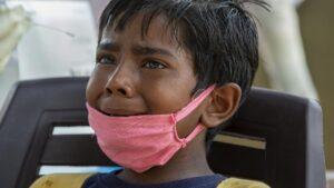Otoritas India melaporkan lebih dari 1.100 kematian akibat virus Corona (COVID-19) dalam sehari di wilayahnya. Banyak anak di India harus kehilangan orang tuanya karena meninggal dunia akibat COVID-19. (Foto ilustrasi: dtc/AP Photo)