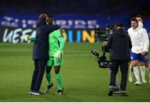 Manajer Chelsea Thomas Tuchel memeluk kiper Edouard Mendy usai mengalahkan Real Madrid 2-0 di Stamford Bridge. (Foto: Uefa.com)