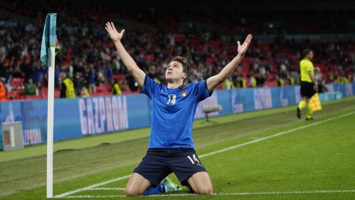 Federico Chiesa melakukan selebrasi setelah mencetak gol pertama bagi timnya ketika pertandingan 16 besar Euro 2020 antara Italia melawan Austria yang berlangsung di Stadion Wembley, London, Inggris pada Sabtu (26/06/2021). (AP/Pool/Frank Augstein)