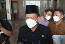 Foto Gubernur Kepri, Ansar Ahmad di Kantor DPRD Kepri