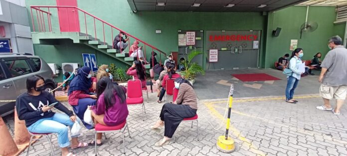 Foto para pekerja PT. Shneider di Awal bross