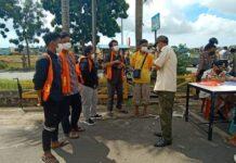 Warga kota Batam yang terjaring razia Protokol Kesehatan, kedapatan tidak memakai masker.