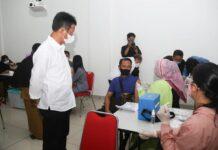 Wali Kota Batam, Muhammad Rudi tinjau pelaksanaan vaksinasi massal