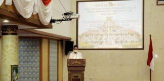 Wakil Wali Kota Batam, Amsakar Achmad, saat menghadiri Rapat Paripurna di DPRD Batam, Senin (21/6/2021).