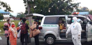 Foto Satuan Tugas Covid-19 menjemput siswa MAN Insan Cendekia Gorontalo yang terpapar virus Corona untuk dibawa ke lokasi isolasi.(foto:IST)