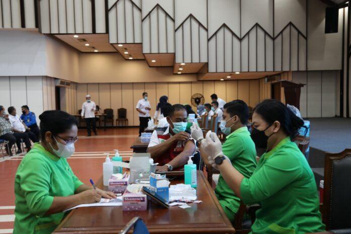 Badan Pengusahaan (BP) Batam melaksanakan program vaksinasi Covid-19 tahap kedua bagi para pegawai.