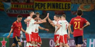 Selebrasi para pemain Polandia ke gawang Spanyol di Euro 2020 setelah berhasil menyamakan kedudukan menjadi 1-1. (Foto: Lluis GENE/AFP)
