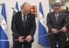 Perdana Menteri Naftali Bennett (kiri) dan Presiden Honduras Juan Orlando Hernández meresmikan kedutaan baru Honduras di Yerusalem, 24 Juni 2021. (Kobi Gideon/GPO via Times of Israel)