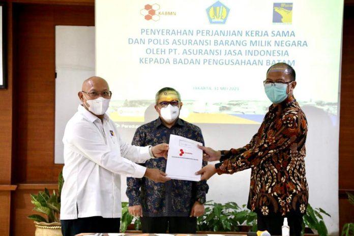 Badan Pengusahaan (BP) Batam melakukan penyerahan perjanjian kerjasama dan polis asuransi barang milik negara (BMN) dengan PT Asuransi Jasa Indonesia, pada Senin (31/5/2021).