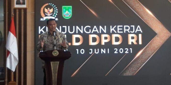 Foto. Anggota DPD RI Dr Richard Hamonangan Pasaribu BSc MSc saat kunker ke Pemko Batam Kamis (10/6/21)