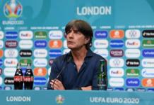 Pelatih Jerman Joachim Löw berbicara dalam jumpa pers usai kekalahan 2-0 dari Inggris pada Babak 16 Besar EURO 2020 di Stadion Wembley, London, Rabu (29/6/2021). (Uefa)