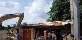 Sebanyak 165 kios dan rumah di Simpang Barelang mulai dipindah, pembongkaran bangunan dilakukan pemilik kios dan rumah di lokasi tersebut.
