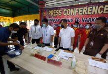 Jajaran Satnarkoba Polresta Barelang mengagalkan transaksi narkoba jenis sabu seberat 195, 74 gram, di Warung Kopi Neraca, Tiban Koperasi.