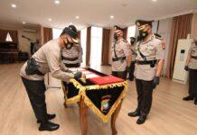 Kombes Jefri Ronald Parulian Siagian resmi menjabat Dir Reskrimum Polda Kepri, mengantikan Kombes Arie Dharmanto dalam serah terima jabatan di Mapolda Kepri, Jumat (11/6/2021).