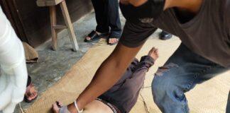 Polisi melakukan olah tempat kejadian perkara kasus dugaan bunuh diri di Kundur, Kabupaten Karimun, Jumat (11/6/2021). Foto Suryakepri.com/Dok Polisi