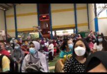 Vaksinasi massal guru di Sekolah Yos Sudarso, Batam Center, Jumat (18/6/2021)