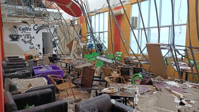 Sebuah cafetaria di Coastal Area Karimun luluh lantak diterjang angin puting beliung, Minggu (20/6/2021). Pemilik ngaku rugi hingga Rp 350 juta. Foto Suryakepri.com/IST