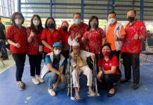 Ismail Manalap, warga Batam berumur 102 Tahun melakukan vaksinasi Covid-19 dosis ke-II Astra Zeneca, yang digelar Paguyuban Sosial Marga Tionghoa Indonesia (PSMTI) Kota Batam, di Universitas Internasional Batam (UIB), Kamis (24/6/2021).