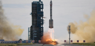 Pesawat luar angkasa Shenzhou-12 China yang diluncurkan pertama kali ke stasiun luar angkasa milik C. ©Greg Baker/AFP