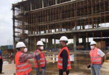 LAGOI - Direktur PT Graha Agung Indah Sentosa bersama Direksi Mandiri Group melihat kontruksi bangunan Hotel Indigo dan Holiday Inn Resort yang dibangun di Kawasan Wisata Lagoi, Kabupaten Bintan, Selasa (22/6/2021).
