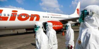 Lion Air Grup melakukan sterilisasi pesawat sebagai langkah pencegahan dalam menghadapi wabah penyakit akibat virus Covid-19. foto: kc