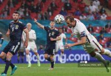 Penyerang Inggris Harry Kane (kanan) menyundul bola saat pertandingan sepak bola Grup D UEFA EURO 2020 antara Inggris dan Skotlandia di Stadion Wembley di London pada 18 Juni 2021. Carl Recine / POOL / AFP (Carl Recine / POOL / AFP)